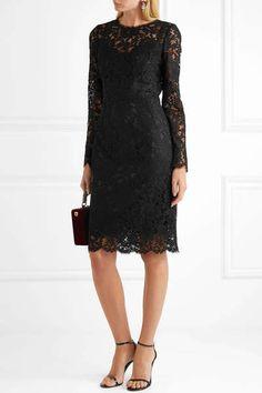 40 elegantes vestidos de fiesta negros, ¡tu look de invitada será un éxito seguro! Dolce And Gabbana Earrings, Stuart Weitzman Sandals, Short Dresses, Formal Dresses, Lace Dress Black, Color Negra, Black Cotton, Dress Skirt, Floral