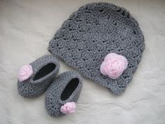 Look at the baby hat and shoes @Jennifer Spivey :) I'm not this advanced in my knitting yet.
