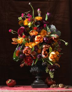 Take a cue from classic Dutch painters and create a floral display that's as captivating as an still life by Jacques de Gheyn or Ambrosius Bosschaert the Elder. Tulips and ranunculus anchored many of their compositions. Halloween Party Appetizers, Snacks Für Party, Halloween Food For Party, Easy Halloween, Halloween Treats, Holiday Appetizers, Halloween Pizza, Thanksgiving Appetizers, Halloween Halloween