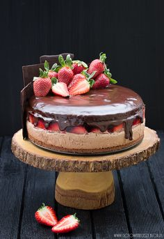 Chocolate Strawberry Layer Cake. Recipe is in Polish.