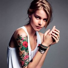 I absolutely love the roses and color on her tat