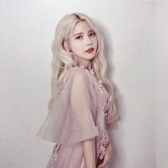 """"""" i say ma ma mamamoo. hello we are mamamoo ! Kpop Girl Groups, Korean Girl Groups, Kpop Girls, Mamamoo Kpop, Yongin, Solar Mamamoo, Girl Themes, Korean Beauty, K Idols"""