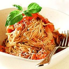 Angel hair pasta with fresh tomato, basil, and garlic. Click for the #recipe!