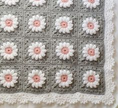 This crochet baby blanket pattern is so cute!  It's on the 'must make' list!