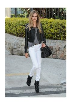 Black leather jacket with white pants casual look Cara Delevingne model ootd Fashion Week, I Love Fashion, Star Fashion, Fashion Looks, Womens Fashion, Fashion Trends, Fashion Finder, Spring Fashion, Street Style Chic