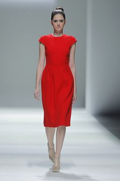 Tot-hom_SS15_3 #tothom #pretaporter #elegancia #modamujer #moda #fashion #desfile #ss15 #Barcelona #Madrid #tendencia #model #modelo #minimal #lineasrectas #abrigosanchos #pantalon #vestido #oversize #troquelada #colorpastel #colorvivo