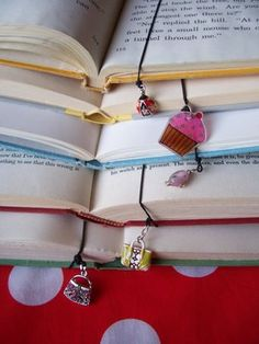 Make your own elastic bookmark.