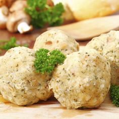 A tökéletes zsemlegombóc receptje - Különleges köret szaftos húsokhoz: Zsemlegombócot készíteni egyszerűbb, mint gondolnád!