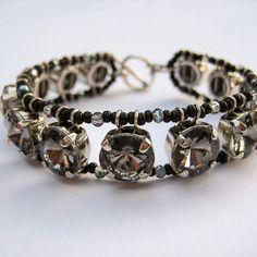 """Bracelet entièrement fait main cristal """"smoky diamond""""."""