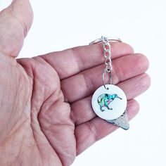 This Paua Shell and MOP Kiwi Keychain is proudly made in New Zealand. From the keychain hangs a mother of pearl disc inlaid with paua shell bird. Kiwi Bird, Paua Shell, New Zealand, Shells, Pendant Necklace, Pearls, Detail, How To Make, Gifts
