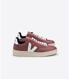 Veja women's sneakers, bags and accessories - VEJA STORE Basket Veja, Veja V 10, Baskets, Veja Sneakers, Sustainable Gifts, Footwear, Fashion Outfits, Shoe Bag, Tennis