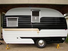 If you're unfamiliar with Vintage Trailers, they're an enjoyable, cute, lightweight choice if you wish to get out and do some camping. If you're acquainted with vintage trailers, … Vintage Trailers For Sale, Caravan Vintage, Vintage Campers Trailers, Vintage Rv, Vintage Caravans, Camper Trailers, Vintage Motorhome, Retro Campers For Sale, Shasta Trailer
