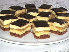 Hatlapos – Anyukám jut eszembe erről a hatlaposról - Ez Szuper Hungarian Desserts, Hungarian Recipes, Sweet Recipes, Cake Recipes, Eat Seasonal, Tasty, Yummy Food, Baking And Pastry, Cake Cookies