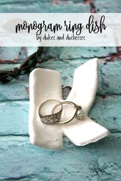 DIY monogram ring dish made from quick dry clay {a fun accessory for a teen or tween room} Quick Crafts, Diy Arts And Crafts, Creative Crafts, Diy Craft Projects, Projects For Kids, Fun Crafts, Crafts For Kids, Craft Ideas, Fun Ideas
