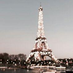 paris. lit up. effiel tower.