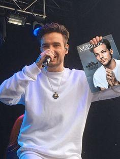 Liam Payne Holding Things