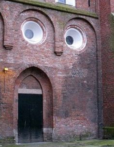 I love when buildings look like faces!!