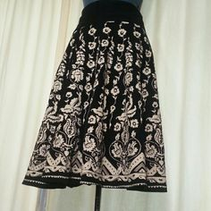 "Retro-inspired skirt Super cute printed courderrouy skirt. Zips in the back. Excellent condition. 14"" waist (laid flat).  27"" long.  100% cotton shell. Poly lining. #1500369 H&M Skirts"