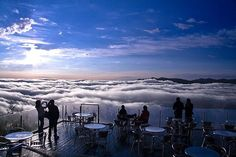 Located in Japan's Tomamu Resort, on the island of Hokkaido, the Unkai Terrace is a unique scenic spot perched high atop a mountain peak that is often above the clouds, offering tourists breathtaking views of the white, fluffy sea beneath them. Beautiful World, Beautiful Places, Places To Travel, Places To Visit, Go To Japan, Visit Japan, Above The Clouds, Paradis, Great View