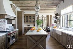 Modern Farmhouse Kitchens. So many stunning farmhouse kitchens full of traditional elements with a twist!  Get ready to be inspired! Via Architectural Digest