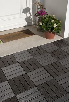Today is small # astucedéco for the How to Small Balcony Design, Patio Projects, Terrace Tiles, Outdoor Patio Decor, Patio Flooring, Outdoor Design, Patio Tiles, Deck Tiles Patio, Outdoor Flooring