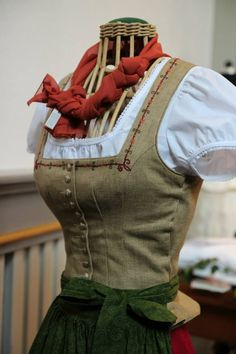 Oktoberfest Outfit, Hobbit Costume, Folk Costume, Drindl Dress, German Costume, Vintage Outfits, Frozen Costume, German Fashion, Business Outfits