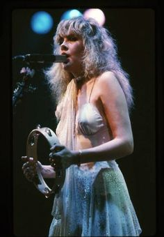40 Candid Color Photographs Capture a Young and Beautiful Stevie Nicks on Stage in the and ~ vintage everyday