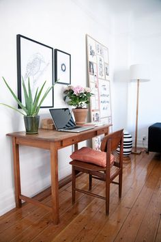 natural tones, white on white pics Small Space Living, Small Spaces, Work Spaces, Decoration, Home Organization, Home Office, Interior Decorating, Sweet Home, Desk