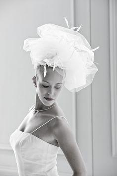 Braut mit Fascinator