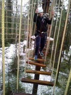 Seikkailupuisto Huippu, sininen rata. Tree top Adventure Huippu, blue course. Hochseilgarten Huippu, blaue Route.