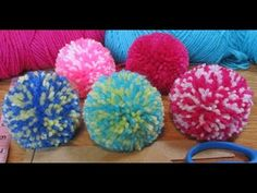 Hand Embroidery Amazing Trick# Sewing Hack With Hizab Pin# Easy Flower Embroidery Trick Pom Pom Rug, Paper Pom Poms, Pom Pom Crafts, Yarn Crafts, Loom Knitting Projects, Crochet Projects, Woolen Craft, Cardigan Bebe, Pom Pom Maker