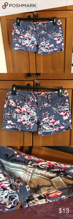 Like New Vanilla Star Floral shorts size 0 Vanilla Star pretty Floral shorts size 0, no rips or stains! Vanilla Star Shorts
