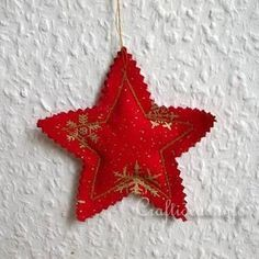 Fabric Crafts and craft ideas for Christmas- Fabric Stars. Fabric Christmas Ornaments, Felt Christmas Decorations, Noel Christmas, Handmade Christmas, Diy Ornaments, Beaded Ornaments, Tree Decorations, Simple Christmas, Homemade Decorations