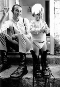 Young skinhead dad and son. Mode Skinhead, Skinhead Girl, Skinhead Fashion, Punk Fashion, Skinhead Style, Skinhead Boots, Dr. Martens, Rockabilly, Retro Vintage