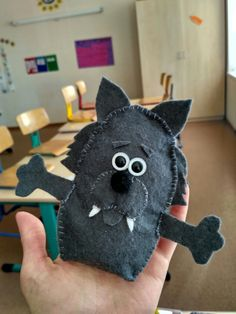 Волк из фетра.  The wolf made of felt.