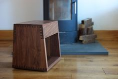 Maia. Manufactured in American Black Walnut or American White Oak finished with a Danish oil or a White oil