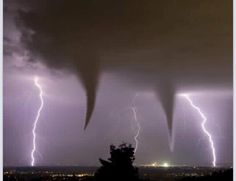 Twin Tornadoes - Oklahoma - Great shot with the double tornados and the 2 lightning strikes All Nature, Science And Nature, Amazing Nature, Pics Of Nature, Nature Pictures, Tornados, Thunderstorms, Natural Phenomena, Natural Disasters