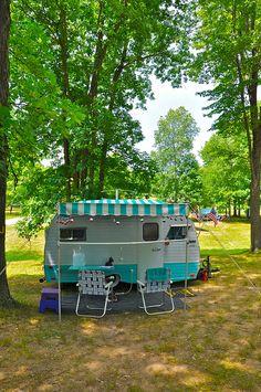 Vintage Serro Scotty Camper Rally - 1967 HiLander by Mod Betty Tiny Trailers, Vintage Campers Trailers, Retro Campers, Camper Trailers, Caravan Vintage, Vintage Rv, Vintage Caravans, Vintage Style, Scotty Camper