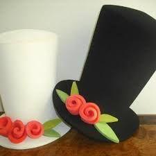 Resultado de imagen de ideas de gorros para cotillon casamiento Felt Crafts, Diy And Crafts, Arts And Crafts, Paper Crafts, Crazy Hat Day, Crazy Hats, Silly Hats, License Plate Art, Mad Hatter Party