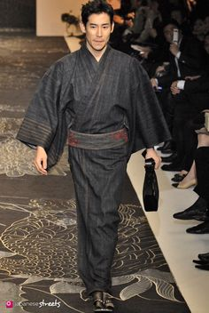 Autumn/Winter 2009 Collection of Japanese fashion brand JOTARO SAITO on March during the Japan Fashion Week in Tokyo. Japanese Party, Japanese Costume, Japanese Men, Japanese Kimono, Male Kimono, Men's Kimono, Kimono Fashion, Fashion Outfits, Modern Kimono