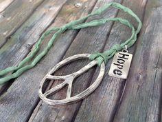 Charm- & Bettelketten - Kette 'Peace and Hope' - ein Designerstück von TiefseeKirsche bei DaWanda