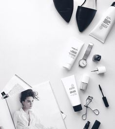 Black and white flatlay Flat Lay Photography, Photography Women, Beauty Photography, Lifestyle Photography, Fashion Photography, Photography Studios, Inspiring Photography, Photography Tutorials, Creative Photography
