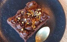 Suussasulava Snickers-juustokakku - tätä on kokeiltava! Food And Drink, Pudding, Baking, Vegetables, Desserts, Sweet Stuff, Birthday, Tailgate Desserts, Deserts