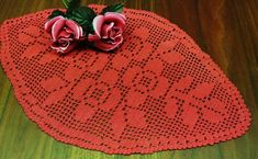 """Lovely small well done vintage spole-formed hand-chrochet rustyred cotton yarn rose flower motive tablet tablecloth. Size: """"/ inch long and """"/ inch wide. Crochet Capas, Dark Red Roses, Yarn Flowers, Pink Rose Flower, Crochet Books, Linen Tablecloth, Red And Pink, White Cotton, Cross Stitch"""