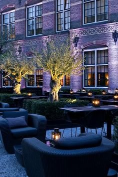 THE COLLEGE HOTEL-The dining room is an old gymnasium converted into a restaurant and serving modern Dutch cuisine. Several salons are available for private functions, as is the courtyard. The staff includes several students currently enrolled in hotel management programs and under professional supervision.