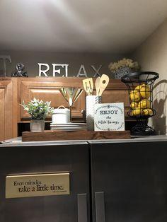 Above fridge decor . Farmhouse Kitchen Decor, Kitchen Redo, Kitchen Dining, Kitchen Remodel, Refrigerator Decoration, Fridge Decor, Top Of Cabinets, Above Cabinets, Top Of Cabinet Decor