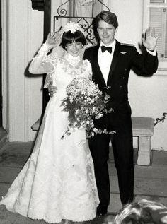 1982 - US figure skater Dorothy Hamill married Dean Paul Martin (Hollywood icon Dean Martin's son) Celebrity Wedding Photos, Vintage Wedding Photos, Vintage Bridal, Celebrity Weddings, Vintage Weddings, Wedding Pictures, Country Weddings, Lace Weddings, Wedding Looks