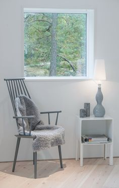 Grey and white as soft frame to highlight view. Villa Blåbär by pS Arkitektur. Love Home, Blue Grey, Gray, Architecture Design, Accent Chairs, Dining Chairs, Villa, Loft, Flooring
