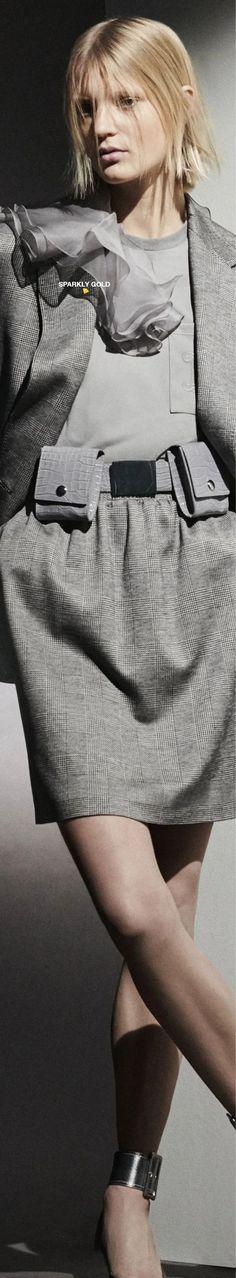 Max Mara Pre-Fall 2021 Grey Fashion, Womens Fashion, Color Fashion, 50 Shades Of Grey, Italian Fashion, Office Outfits, Fashion Labels, Max Mara, Business Fashion