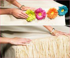 how to dress a Hawaiian party table